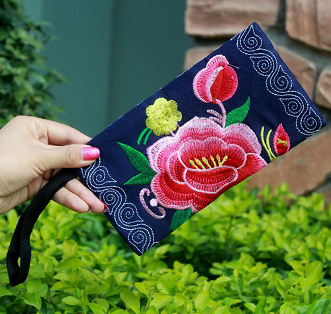 Fashion Colorful embroidery Small handbags!Hot Lady Makeup bag Top Floral embroidery Shopping Cute mobile phone key Carrier