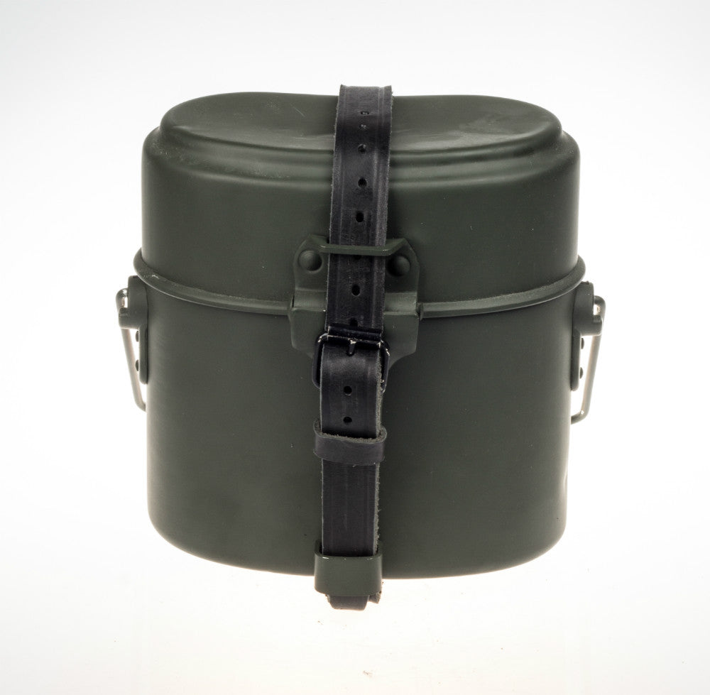 WWII WW2 GERMAN MILITARY ARMY OUTDOOR M31 CANTEEN MESS TIN WITH BLACK LEATHER STRAP DE/102101