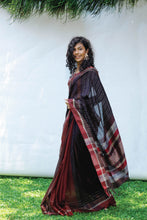 Load image into Gallery viewer, Urban Drape Autumn Leaves Saree