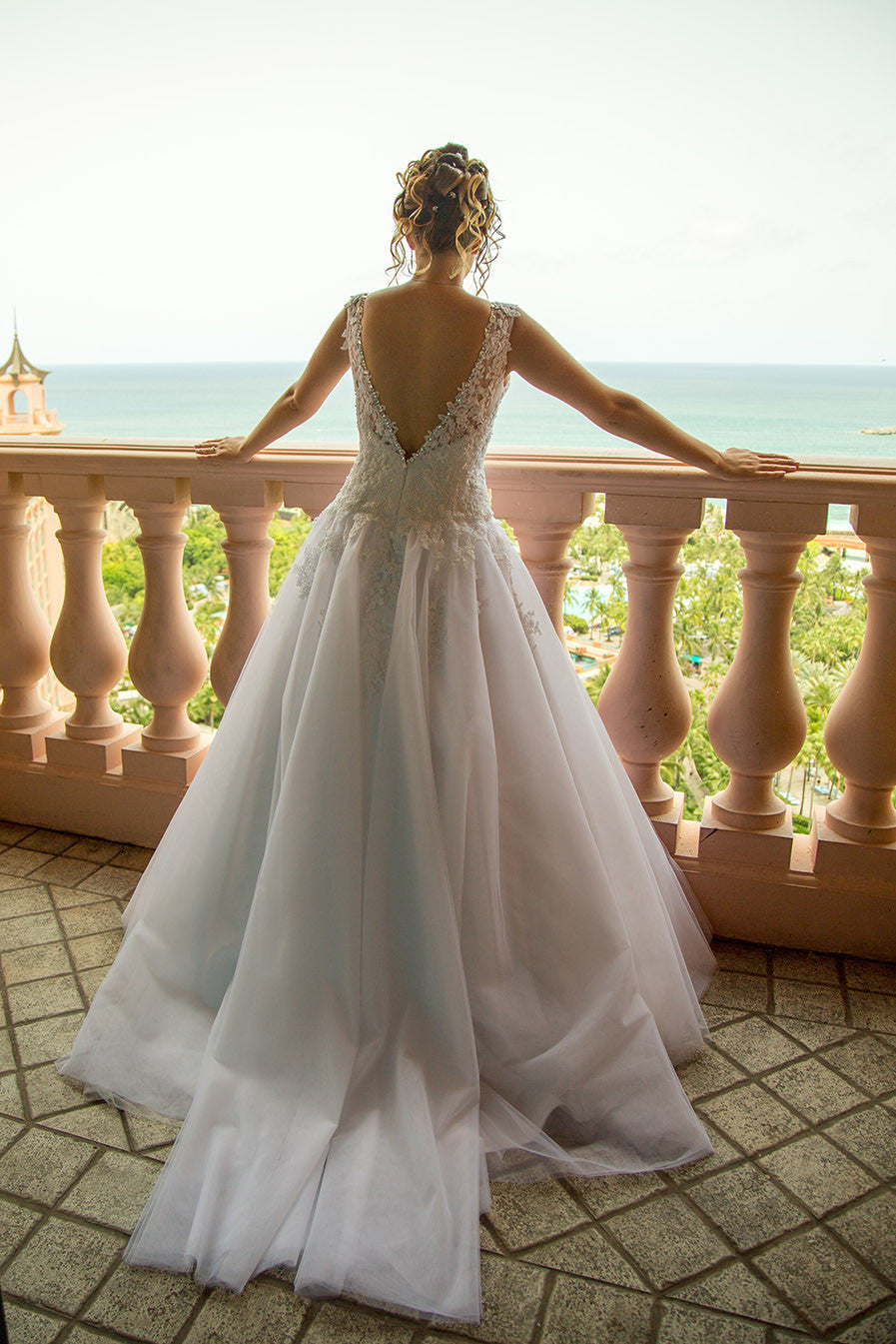 eBook: Classic Wedding Dress with Lace Straps and Full Skirt ...