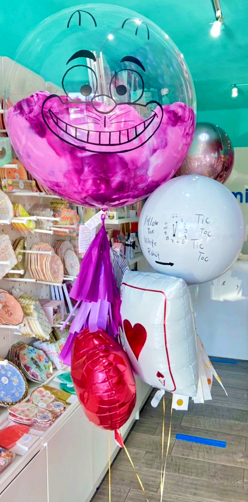 Bouquet Alice in Wonderland Burbuja Gigante Pintada + Orbz + Heart + Ace of Hearts Balloon