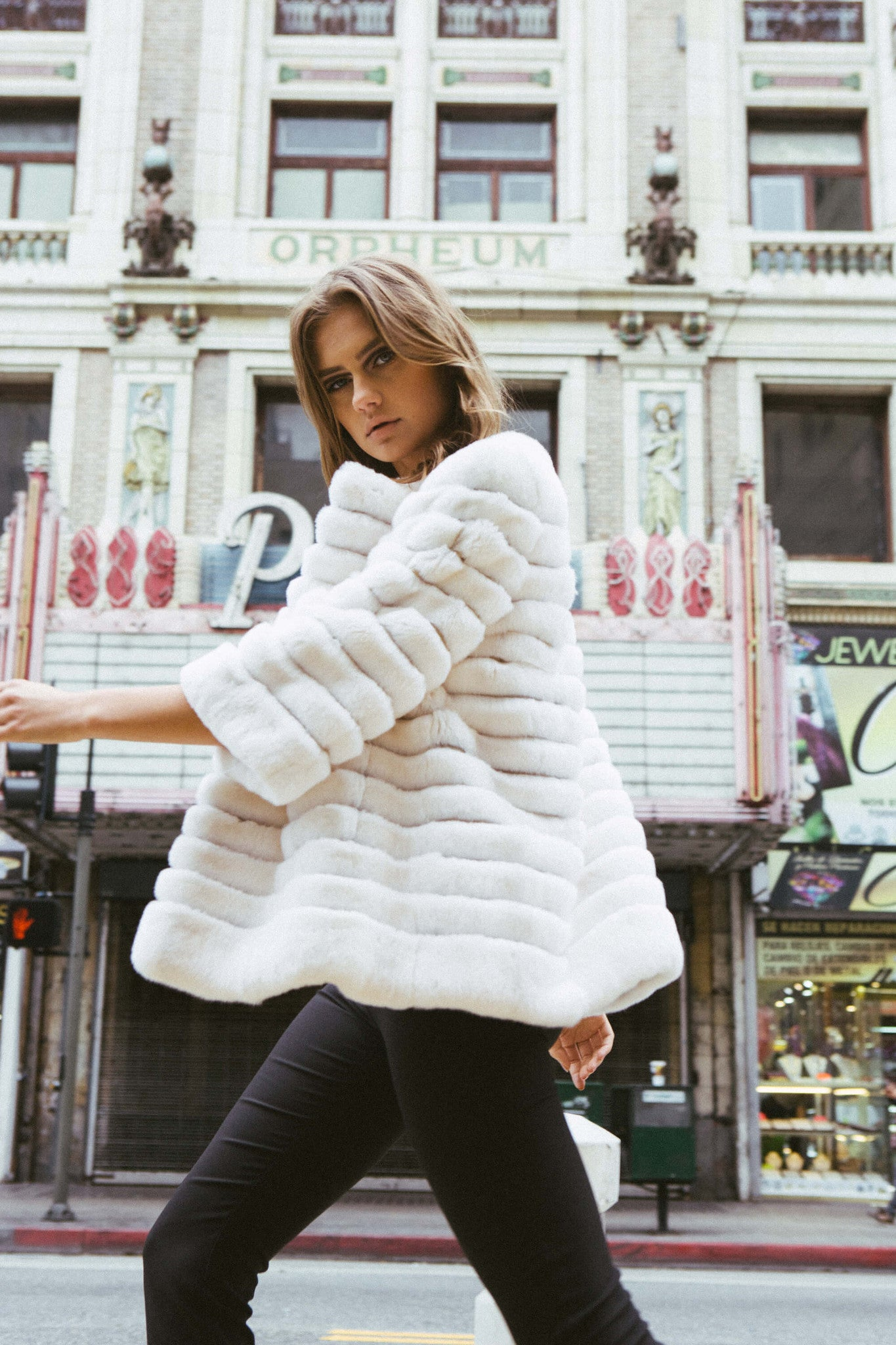 Shaci Moda white chinchilla fur jacket