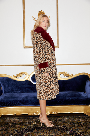 SHACI Bordeaux faux fur long coat with button closure and collar in leopard and burgundy. Comfortable, cozy, breathable, lightweight, fitted, anti-wrinkle, Japanese faux fur fabric.