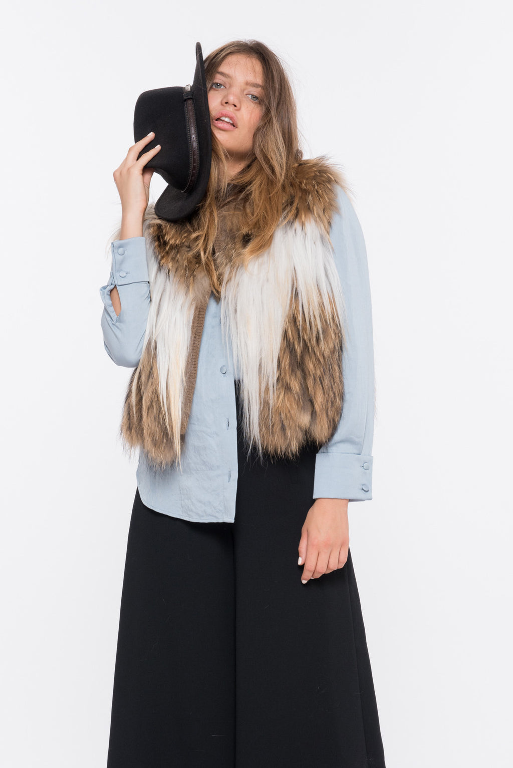 shaci corto white fur vest
