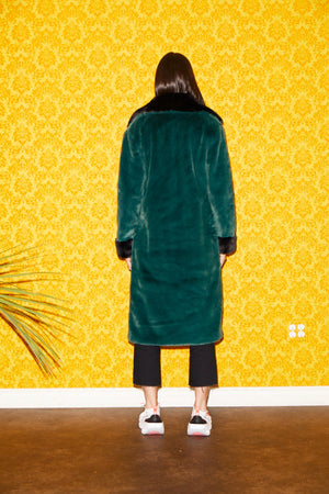 SHACI Marseille faux fur long coat with hook closure and collar. Forest green and black. Comfortable, cozy, breathable, lightweight, fitted, anti-wrinkle, Japanese faux fur fabric.