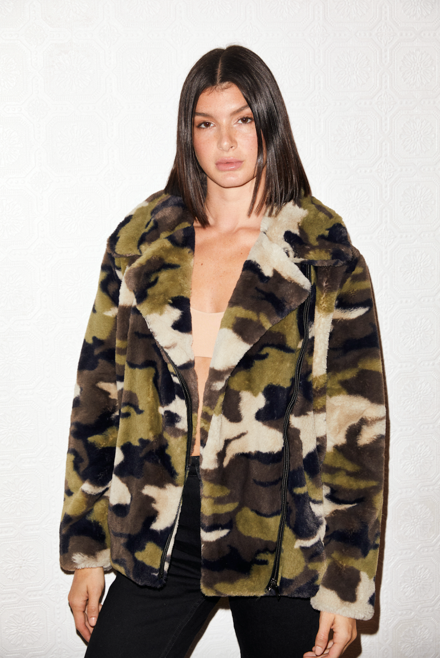 SHACI Tropez faux fur jacket in camo with zip closure and side pockets. Moto style. Comfortable, cozy, breathable, lightweight, fitted, anti-wrinkle, Japanese faux fur fabric