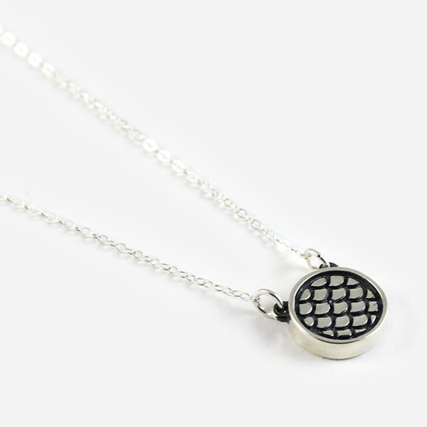 Emma Scale Necklace