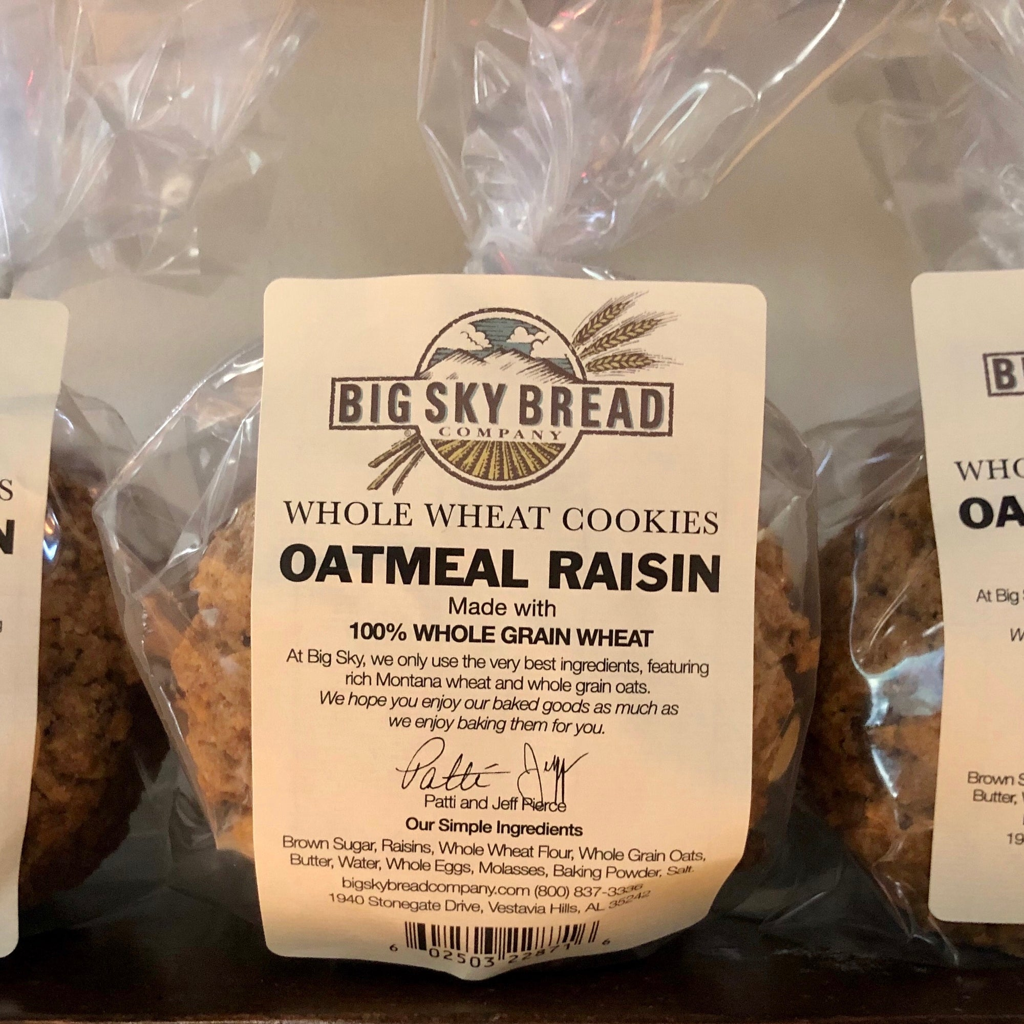 "The oatmeal raisin cookie contains complex carbohydrates, which LiveStrong explains provides a ""slow-burning"" energy. This type of carbohydrate can play a role in keeping you full for a longer period of time and prevent spikes in blood sugar levels. Don't"