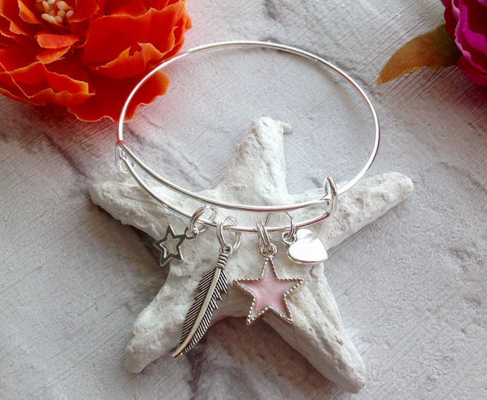 Adjustable bangle with star heart and feather charms - Fred And Bo
