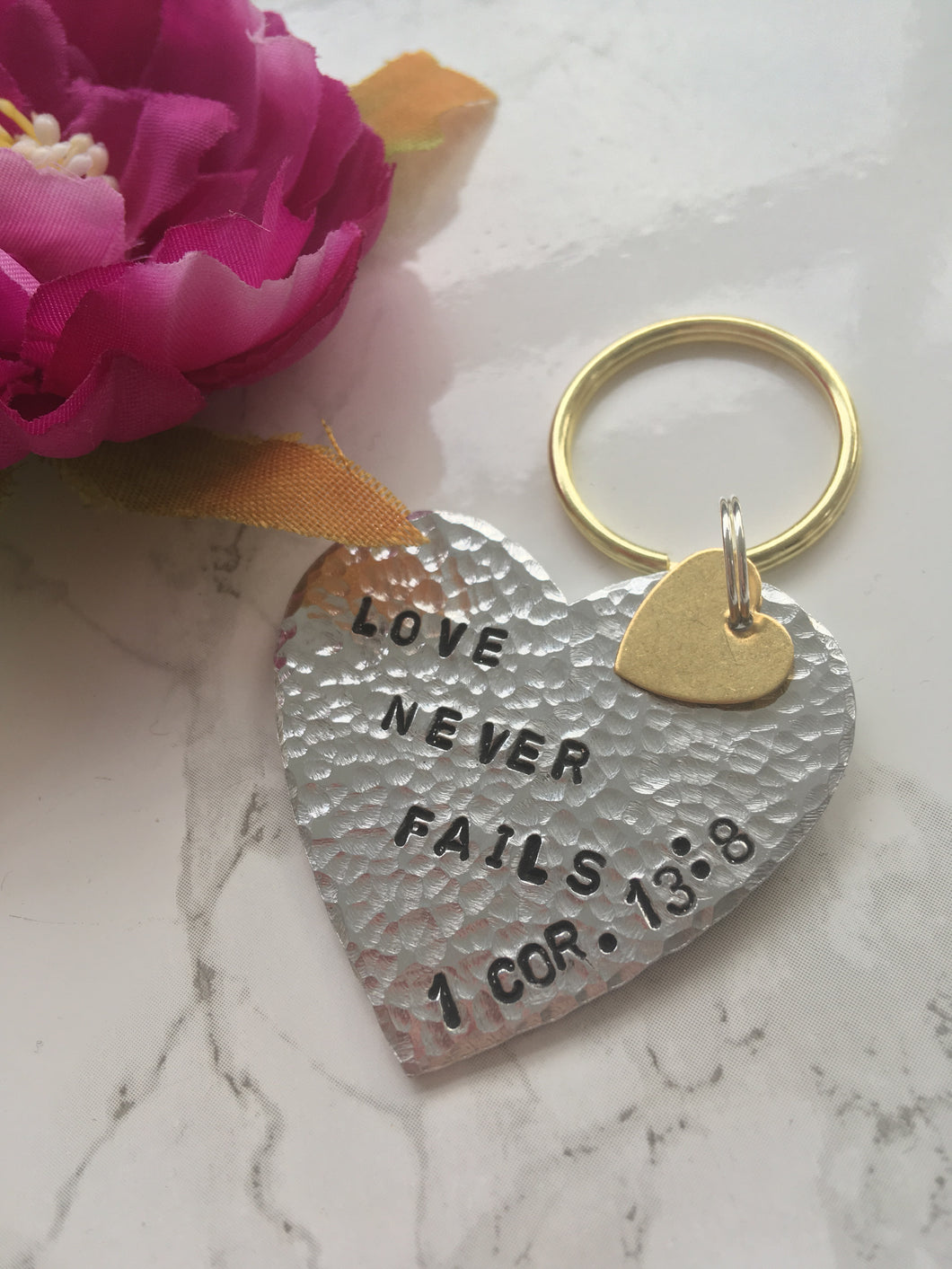 Love never fails - Corinthians stamped Keyring - Fred And Bo