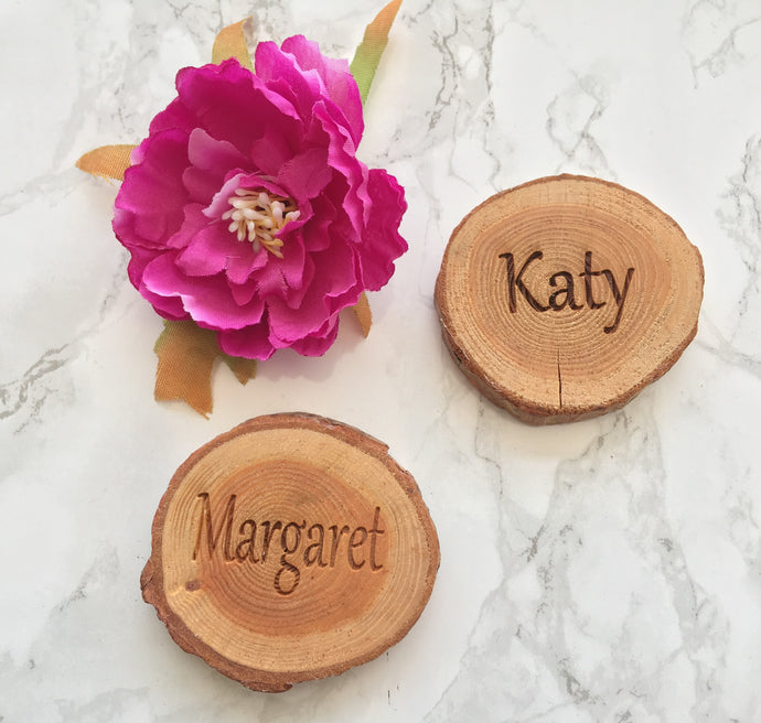 Wood slices with engraved names or words - wedding decor table setting set of 10 - Fred And Bo