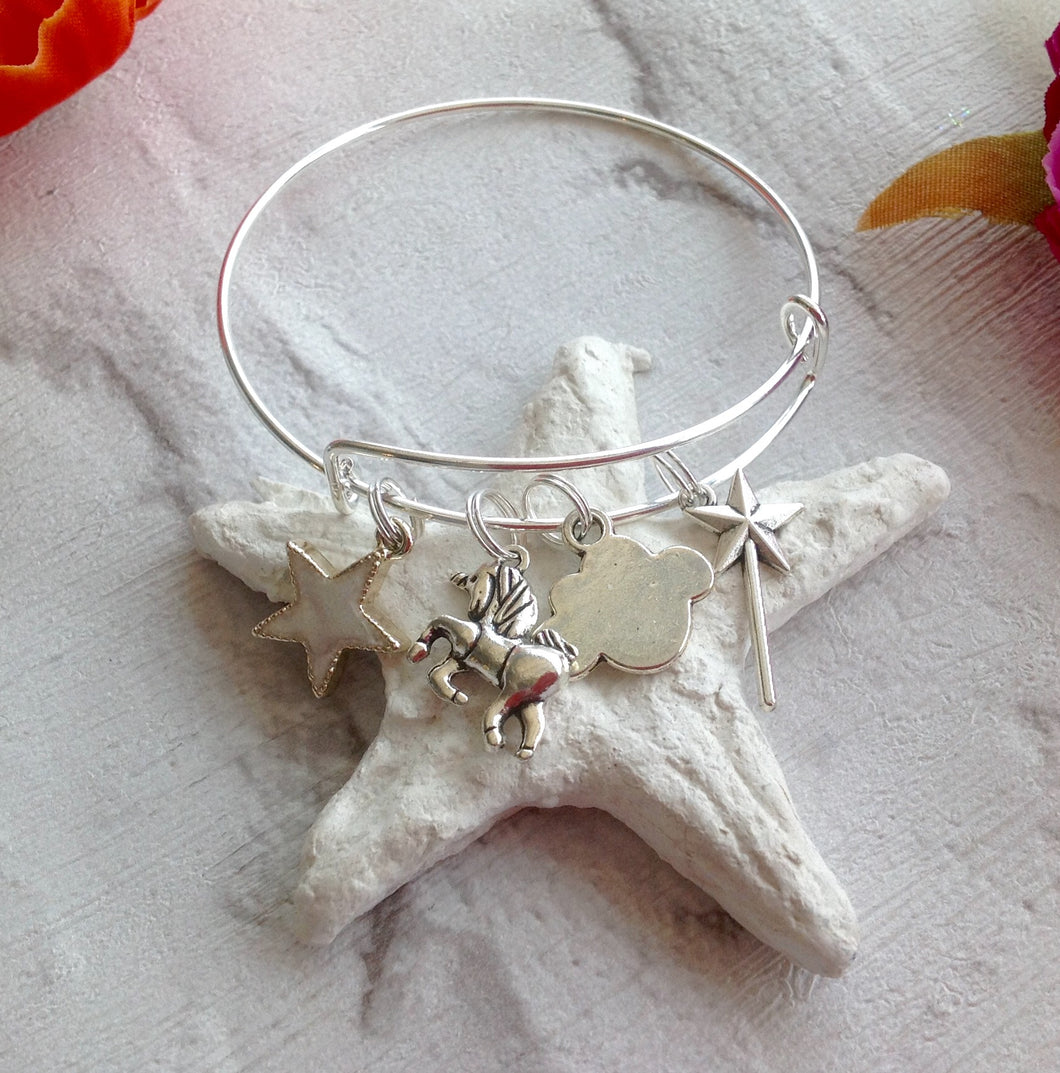 Adjustable bangle with unicorn, wand, cloud and star charms - Fred And Bo
