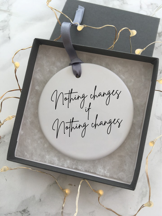 Positive mantra - Nothing changes if nothing changes - Ceramic Hanging Decoration - Fred And Bo