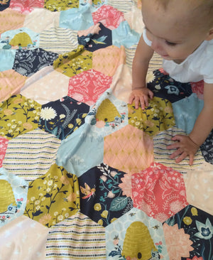 Bumble Bee Baby Blanket - Dream Evergreen @DreamEvergreen