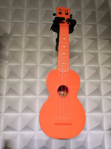 "21UKF UKULELE 21""(SOPRANO)COLORES:SOLIDOS,MATERIAL ABS"