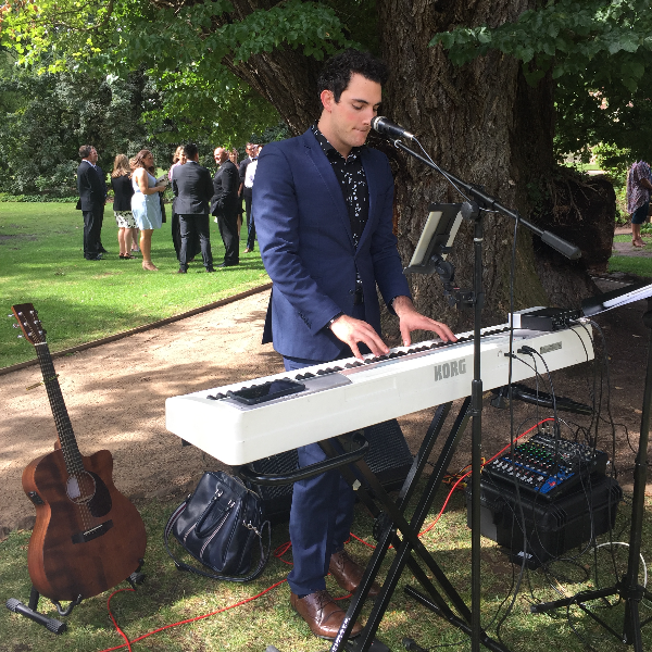 Pop Solo Acoustic guitar and piano - Wedding Ceremony & Canapés
