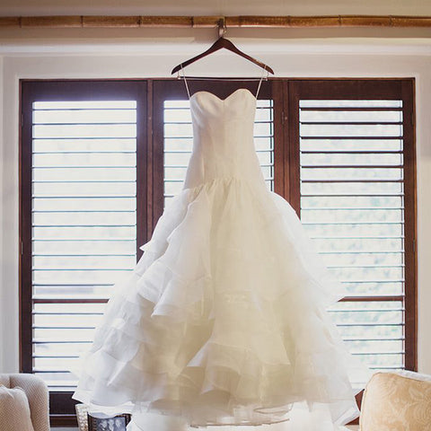 products/Simple_Ivory_Organza_Sweetheart_Strapless_Tiered_Wedding_Dresses_AB1168.jpg