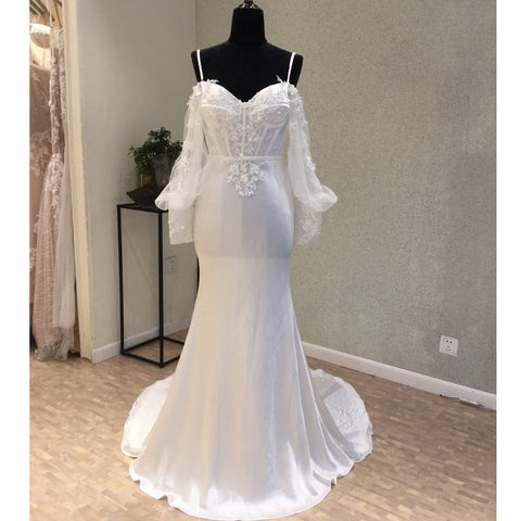 products/wedding_dress_20e52a4f-a5c8-4eb2-917a-7285816e904b.jpg