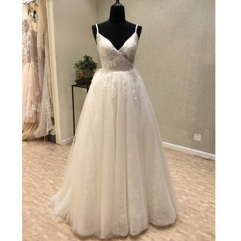 products/wedding_dress_8ecfde0d-d801-4ec5-a8f1-96a25694ca8a.jpg