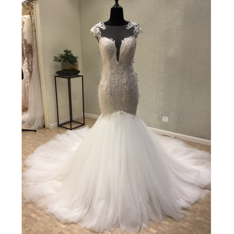 products/wedding_dress_a7957bbe-bd09-454d-aa6d-43aeca66ce78.jpg