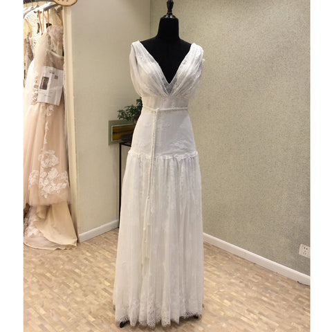 products/wedding_dress_f597b6f3-e355-448f-9118-d805a022d53e.jpg