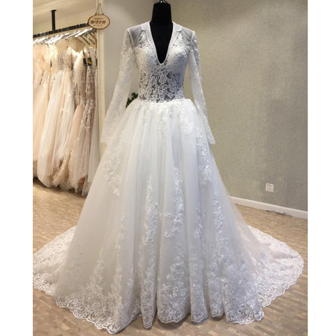 products/wedding_dress_f6cbffb0-6631-46a2-b1ec-7a01a1b19b13.jpg