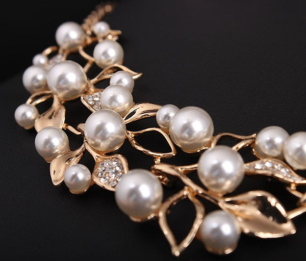 Elegant Simulated Pearl Statement Necklace