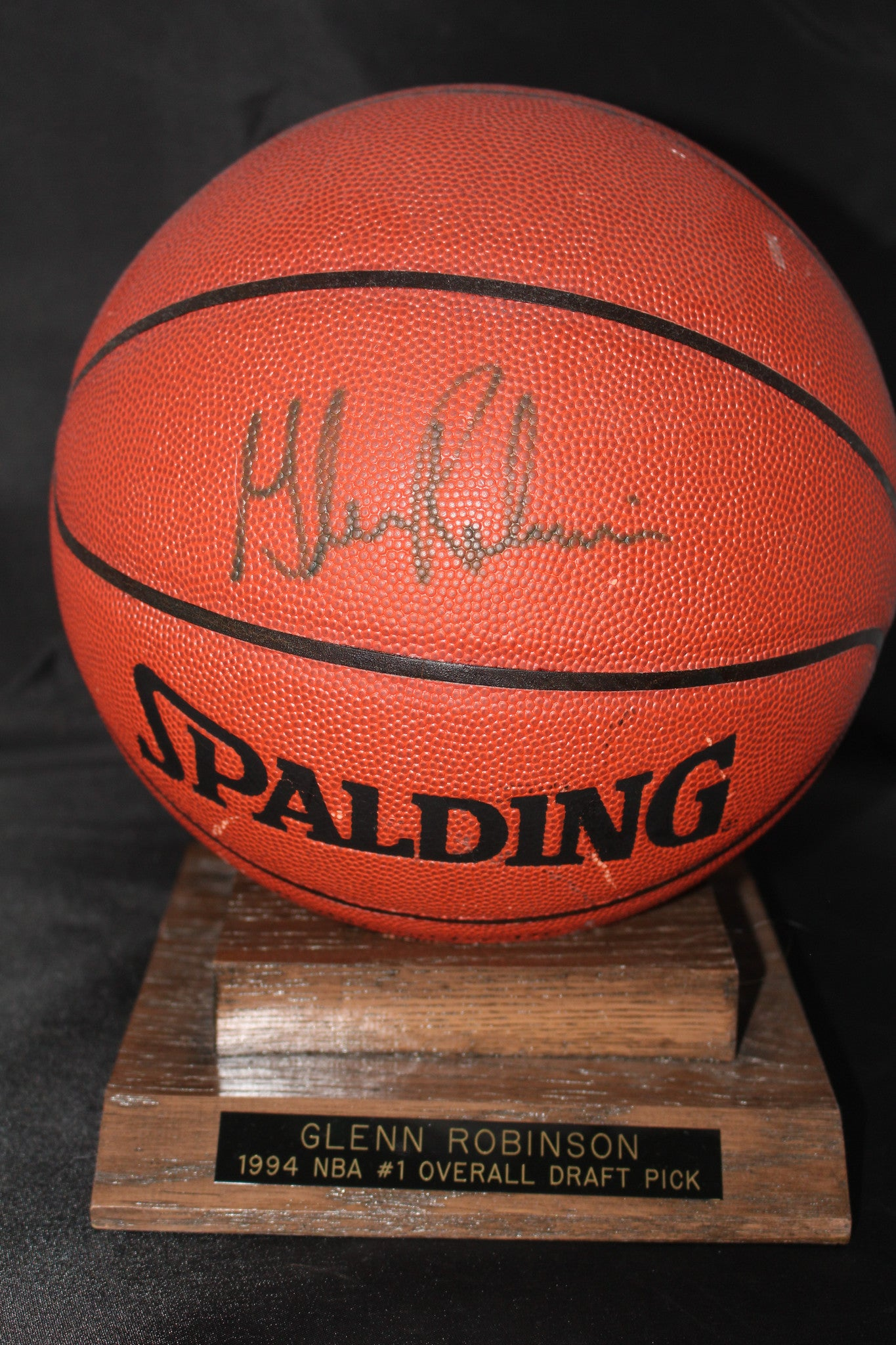 Glen Robinson Autographed Basketball w/base - Vintage Indy Sports