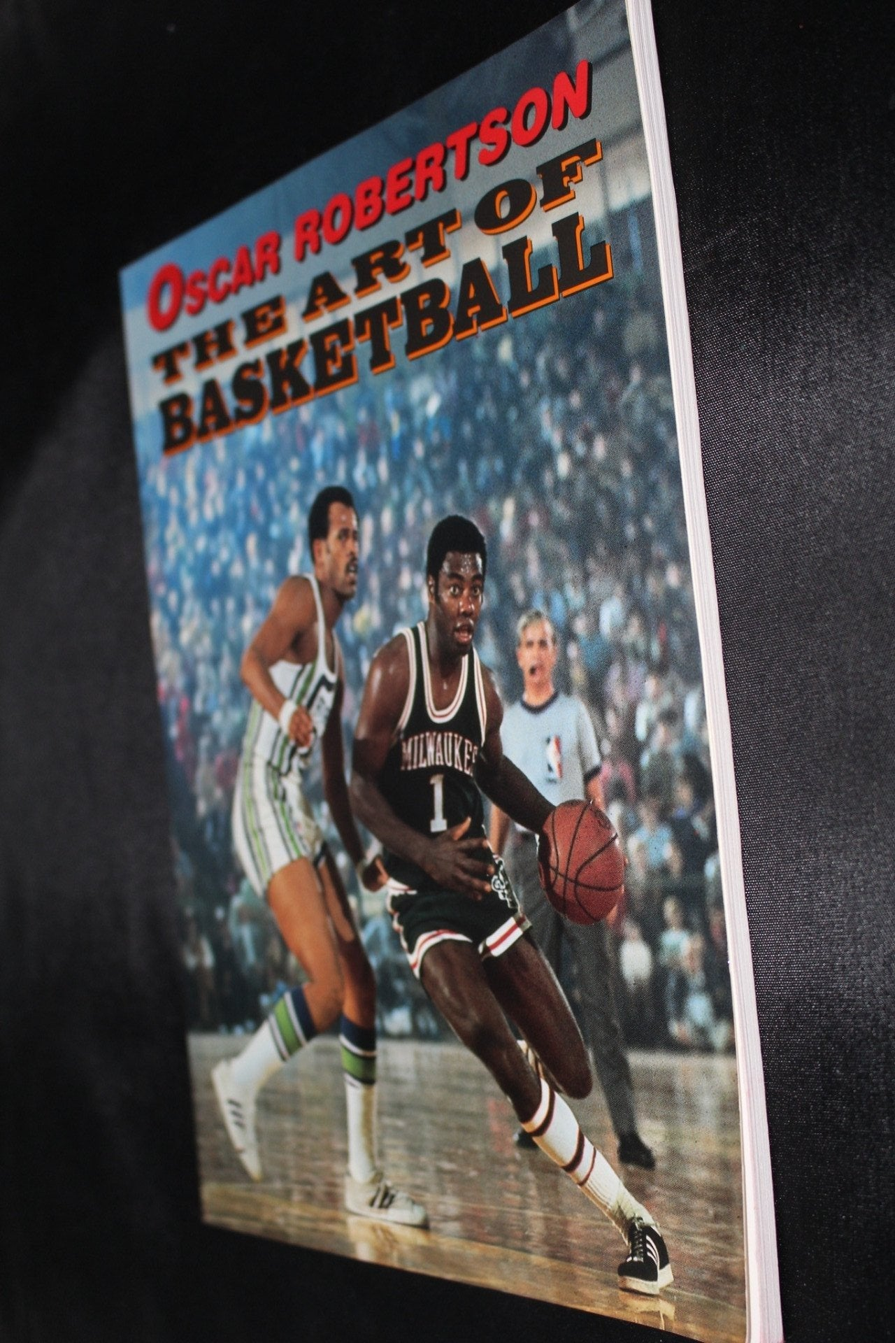 Oscar Robertson Autographed The Art of Basketball Oversized Paperback Book - Vintage Indy Sports