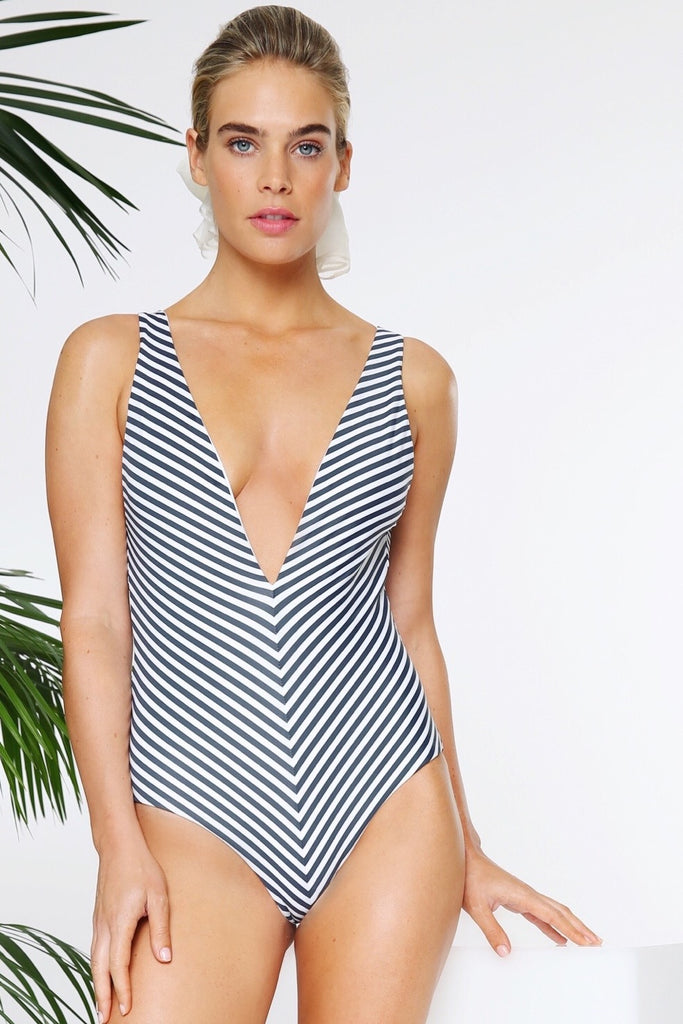 THE PLUNGE FULL-PIECE IN CABANA