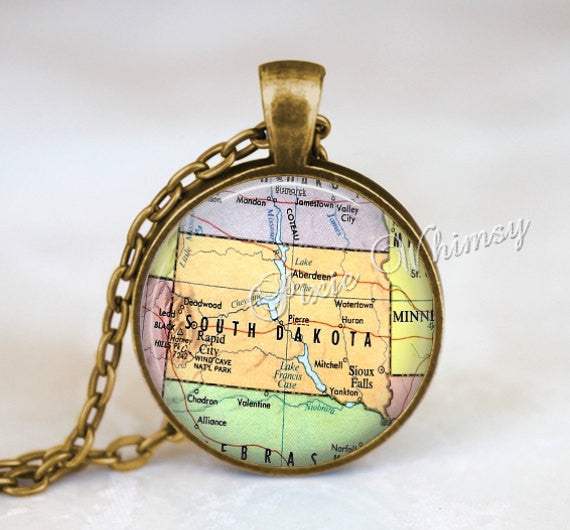 SOUTH DAKOTA MAP Pendant Necklace or Keychain Keyring Souvenir Vintage Map