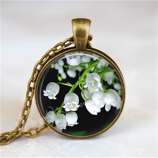 LILY Of The VALLEY Necklace,  Flower Necklace, Flower  Jewelry, Flower  Pendant, Flower Charm, Glass Bezel Art Pendant Necklace, Lily Flower