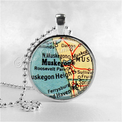 MICHIGAN MUSKEGON Necklace, Vintage Michigan Map, Michigan Map Jewelry, Michigan Pendant, Michigan Charm, Glass Photo Art Pendant Necklace