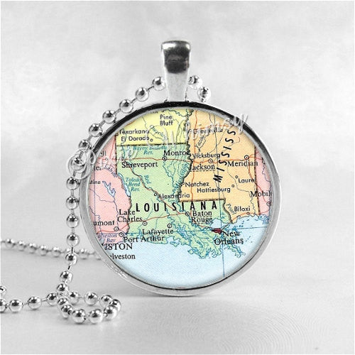 LOUISIANA MAP Pendant, Louisiana Necklace, Louisiana Map Jewelry, Louisiana Pendant, Vintage Louisiana Map, Glass Photo Art Pendant