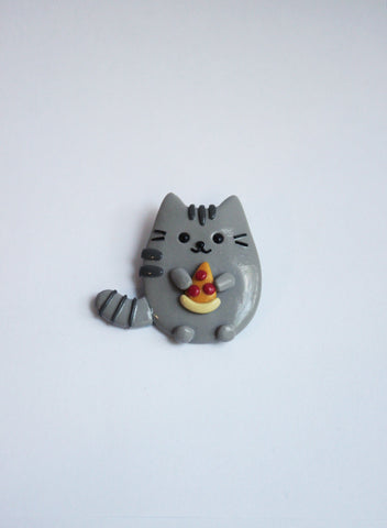 Cat with pizza brooch - Adventacle