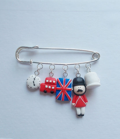 Londoner brooch, Handmade gift for UK wanderlust travellers - Adventacle