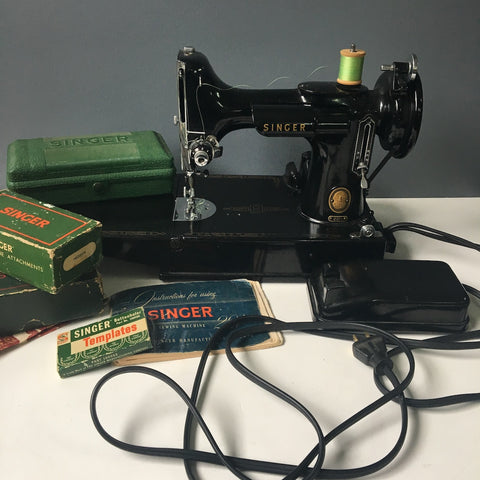 Singer Featherweight 221 with case and attachment - Cat. 3-120 - 1957 - NextStage Vintage