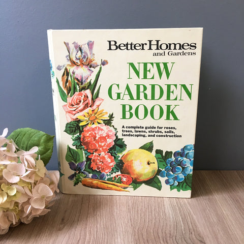 Better Homes and Gardens New Garden Book - 5 ring binder - 1968 third edition - NextStage Vintage