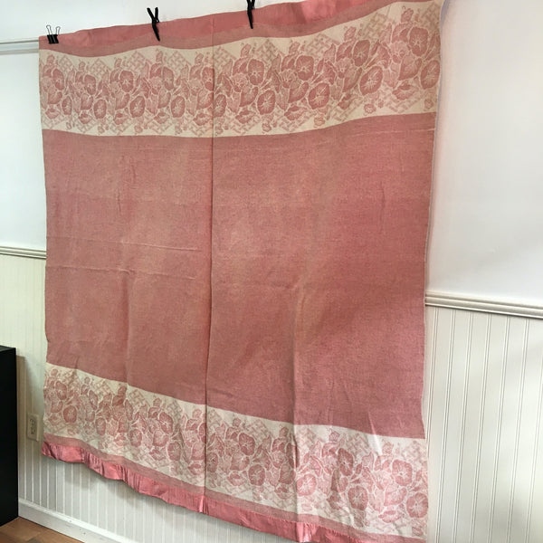 Vintage 1940s camp blanket - pink and white flowers - cotton