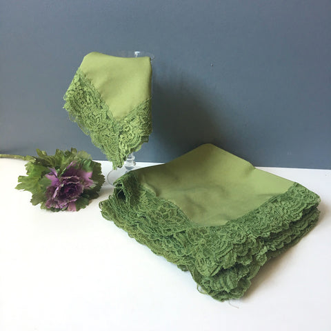 10 lace trimmed avocado green napkins - vintage table linens