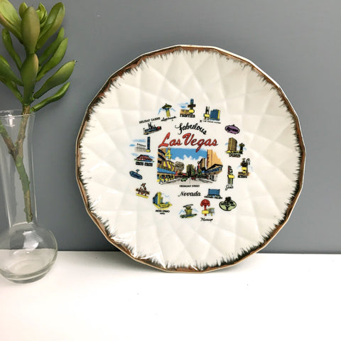 Fabulous Las Vegas souvenir plate - casinos of the past - pre 1990s vintage
