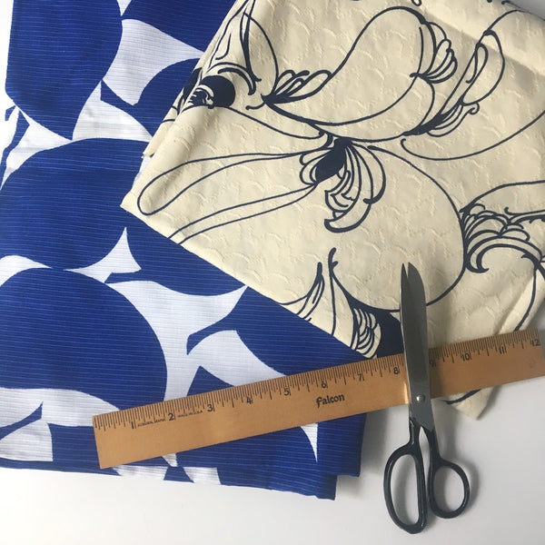 Bold graphic print blue and white / ivory fabrics - 1970s vintage fashion fabric - NextStage Vintage
