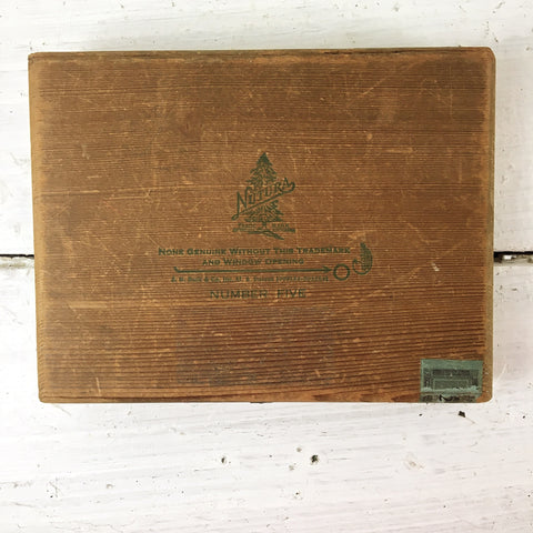 Nutura Number Five wooden cigar box - 1946 - J.B.Back & Co.