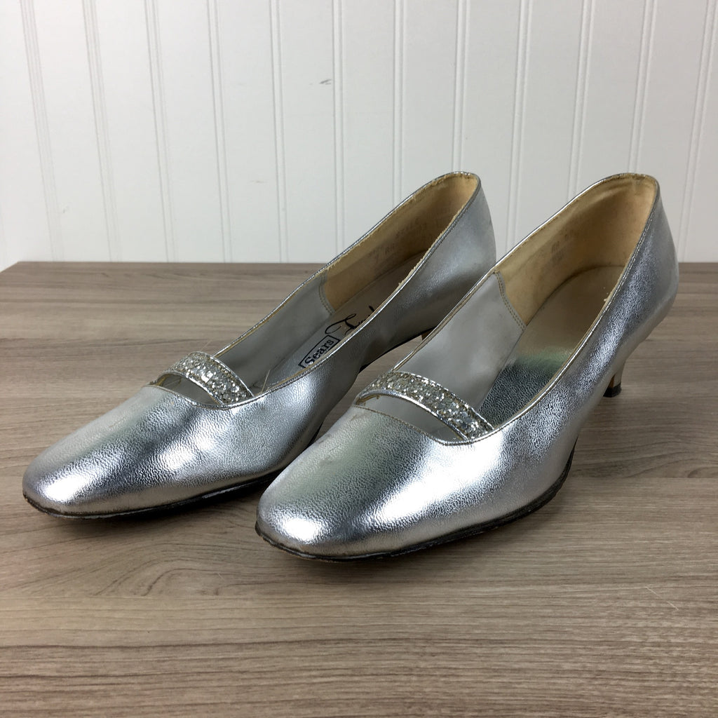 Silver metallic pumps - Sears Fashions - size 9AA - 1960s fashion - NextStage Vintage