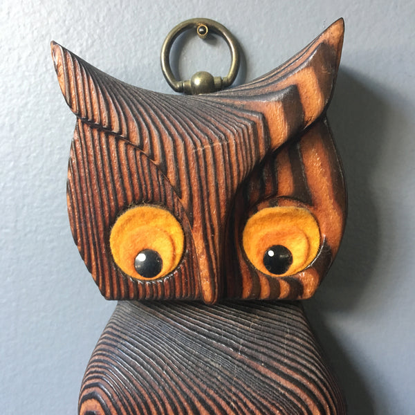 Wooden owl towel holder - 1960s decor from Green Mountain MFG - NextStage Vintage