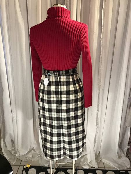 Its the Plaid that Dreams are Made Of- GRAFF// 70s// womens vintage plaid skirt// fall winter fashion// preppy// mod