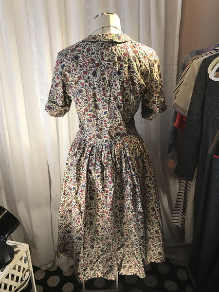 Dapper Darling - SEARS// 1960 womens vintage dress// floral// size S M