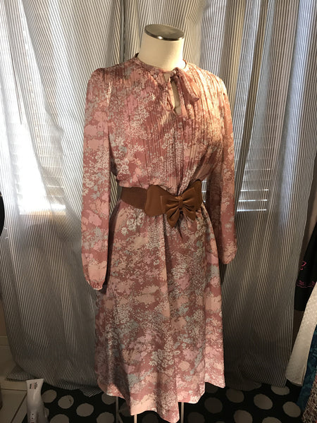 The Bohemian Rose// Womens Vintage Floral Dress// 70s// Pink// size L