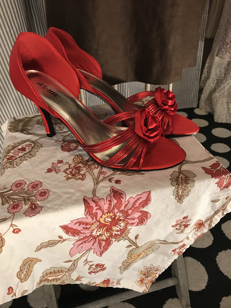 Hollywood & Vine// Womens Size 11 Shoes// Red// Heels// Retro// Pinup// Satin// Roses// Romantic