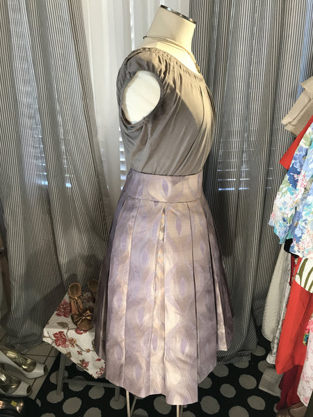She's Smokin' Haute// Womens AMAZING Vintage Box Pleated Skirt// Impeccable// Lavender// 60s